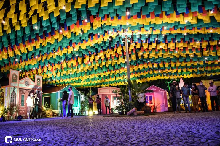 Diversas atrações se apresentaram na primeira noite da Vila do Forró em Eunápolis 16