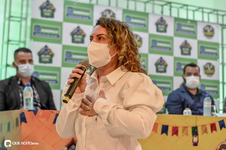 Prefeita Cordélia anuncia durante coletiva de imprensa, a Live São João se Encontra com Pedrão em Eunápolis 77
