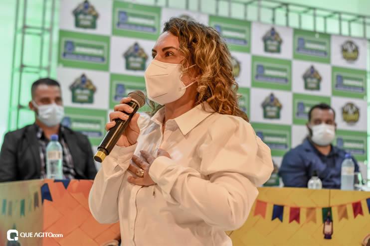 Prefeita Cordélia anuncia durante coletiva de imprensa, a Live São João se Encontra com Pedrão em Eunápolis 78