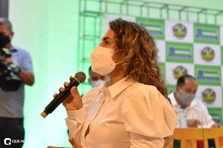 Prefeita Cordélia anuncia durante coletiva de imprensa, a Live São João se Encontra com Pedrão em Eunápolis 79