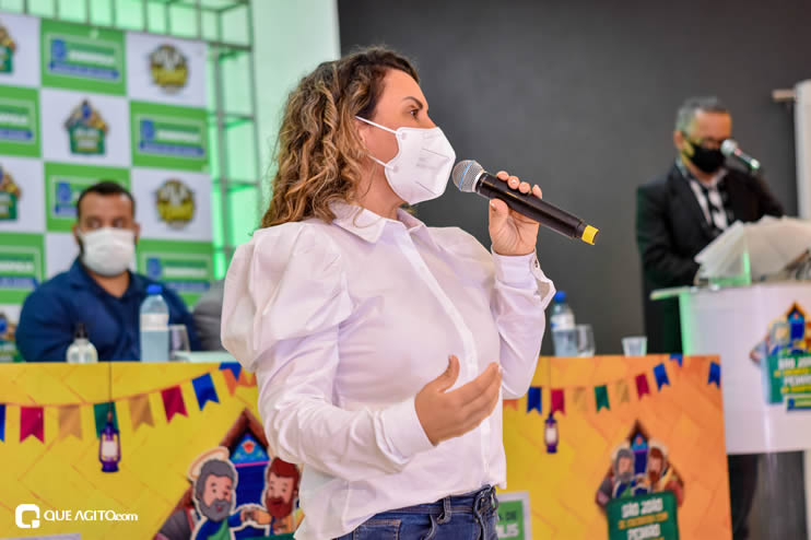 Prefeita Cordélia anuncia durante coletiva de imprensa, a Live São João se Encontra com Pedrão em Eunápolis 82