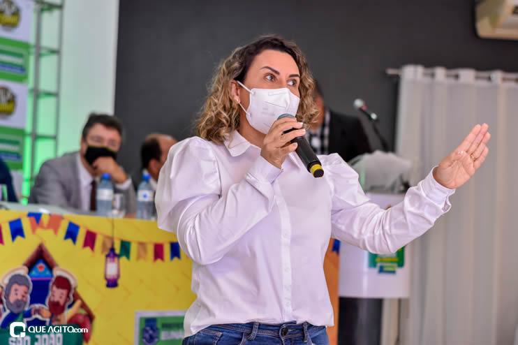 Prefeita Cordélia anuncia durante coletiva de imprensa, a Live São João se Encontra com Pedrão em Eunápolis 84