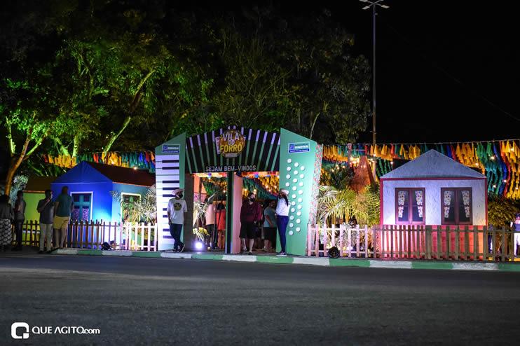 Diversas atrações se apresentaram na primeira noite da Vila do Forró em Eunápolis 74