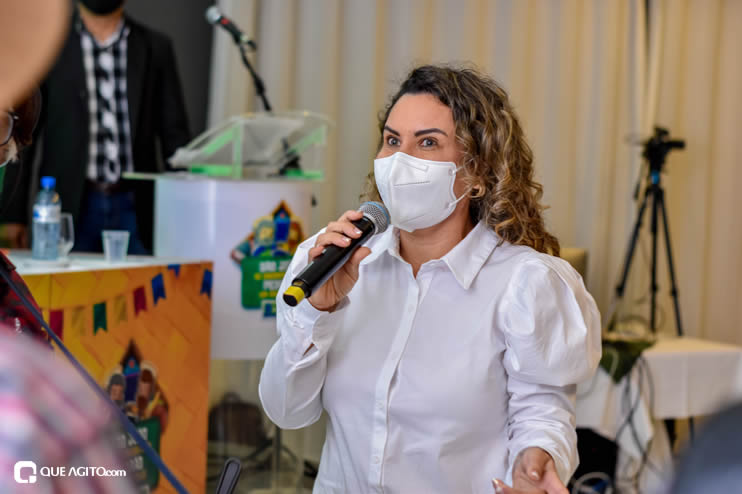 Prefeita Cordélia anuncia durante coletiva de imprensa, a Live São João se Encontra com Pedrão em Eunápolis 88