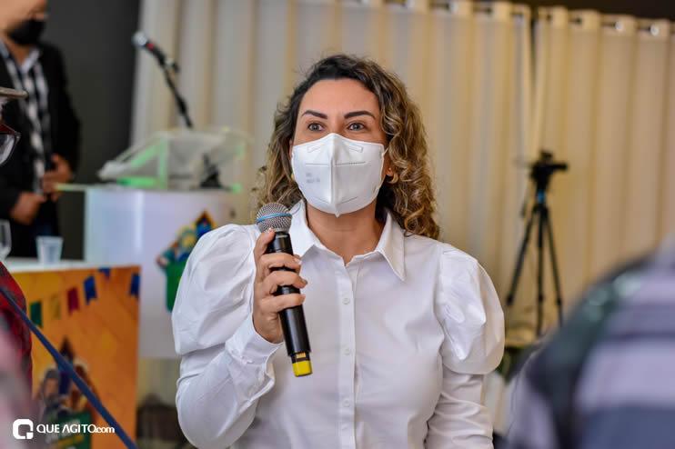 Prefeita Cordélia anuncia durante coletiva de imprensa, a Live São João se Encontra com Pedrão em Eunápolis 87