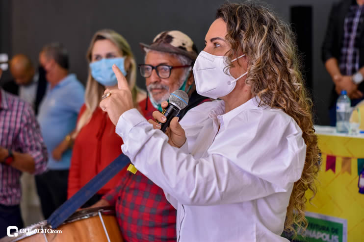 Prefeita Cordélia anuncia durante coletiva de imprensa, a Live São João se Encontra com Pedrão em Eunápolis 90