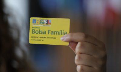 Bolsonaro anuncia que Bolsa Família vai pagar R$ 300 em média para os beneficiários; saiba mais 43