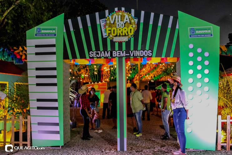 Diversas atrações se apresentaram na primeira noite da Vila do Forró em Eunápolis 78