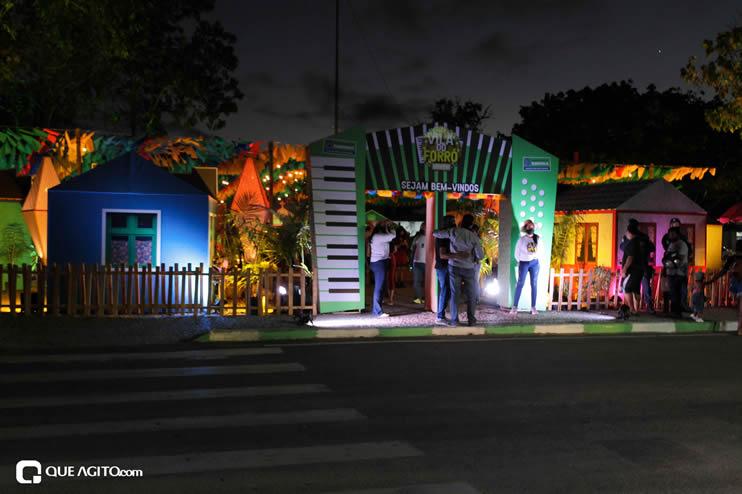 Diversas atrações se apresentaram na primeira noite da Vila do Forró em Eunápolis 79