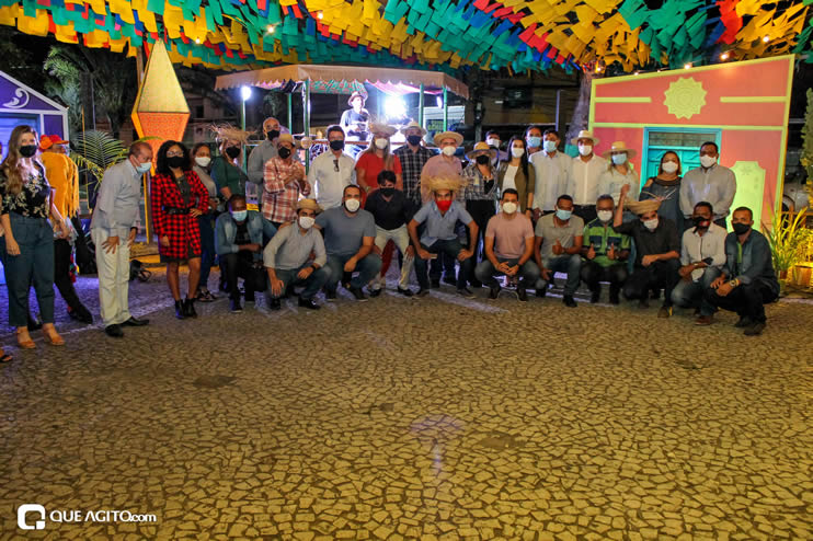 Diversas atrações se apresentaram na primeira noite da Vila do Forró em Eunápolis 112