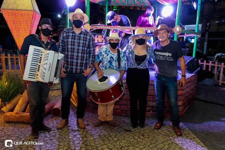 Diversas atrações se apresentaram na primeira noite da Vila do Forró em Eunápolis 122