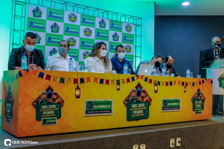 Prefeita Cordélia anuncia durante coletiva de imprensa, a Live São João se Encontra com Pedrão em Eunápolis 117