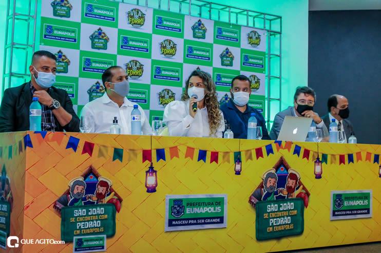 Prefeita Cordélia anuncia durante coletiva de imprensa, a Live São João se Encontra com Pedrão em Eunápolis 121