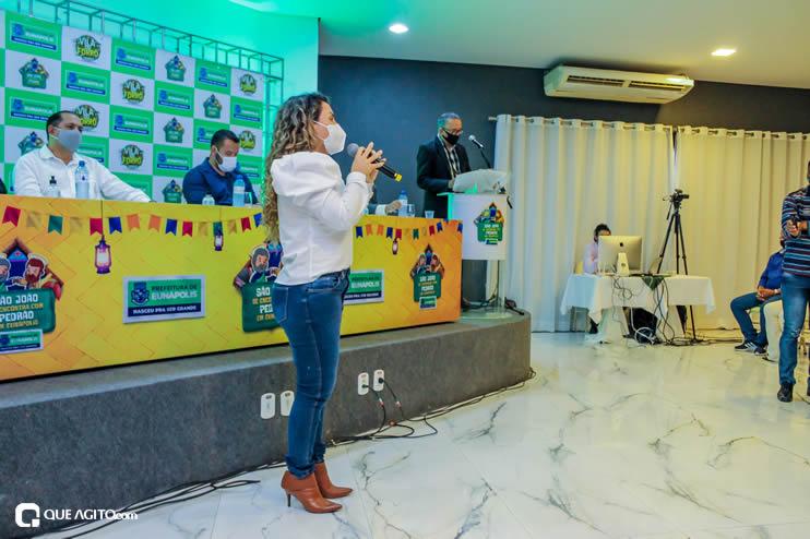 Prefeita Cordélia anuncia durante coletiva de imprensa, a Live São João se Encontra com Pedrão em Eunápolis 122