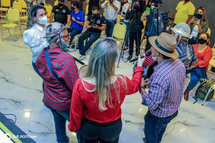 Prefeita Cordélia anuncia durante coletiva de imprensa, a Live São João se Encontra com Pedrão em Eunápolis 131