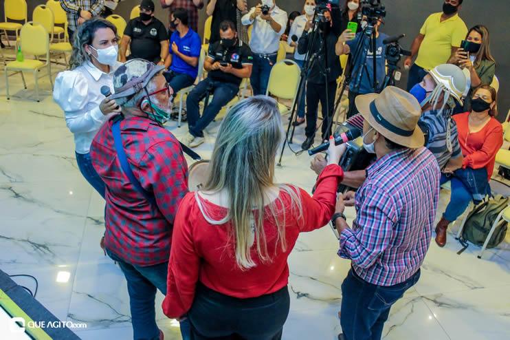 Prefeita Cordélia anuncia durante coletiva de imprensa, a Live São João se Encontra com Pedrão em Eunápolis 130