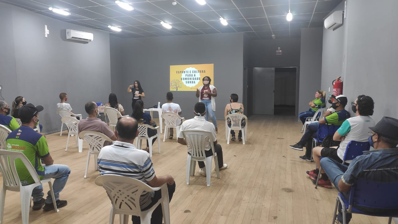 Servidores da Secretaria de Esportes de Eunápolis são preparados para inclusão da comunidade com deficiência auditiva 22