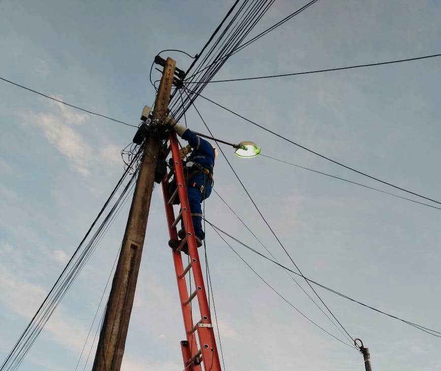 Prefeitura de Eunápolis intensifica serviço de iluminação pública por toda cidade 24