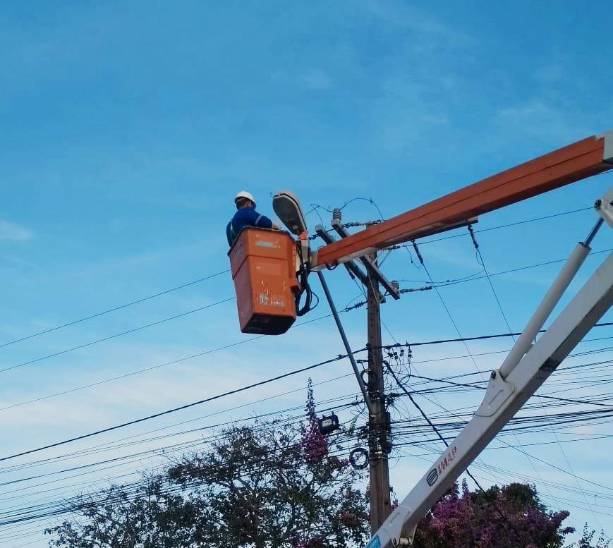 Prefeitura de Eunápolis intensifica serviço de iluminação pública por toda cidade 23