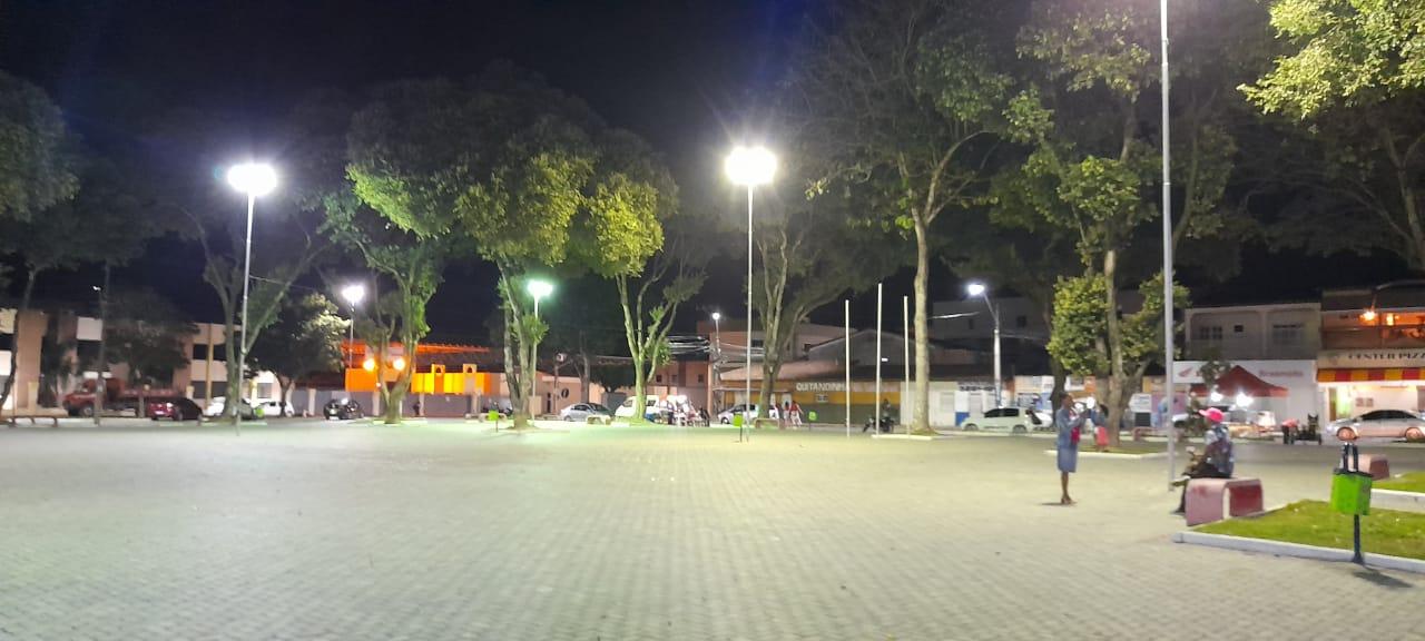 Prefeitura de Eunápolis intensifica serviço de iluminação pública por toda cidade 22