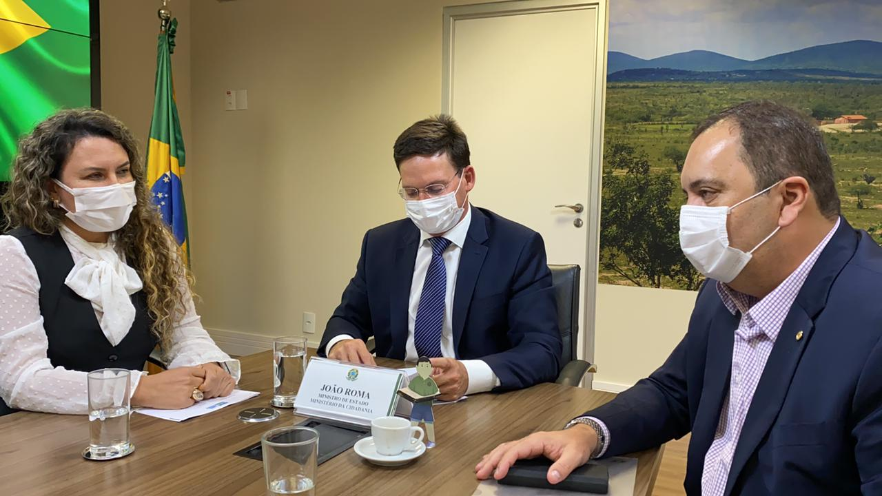 Eunápolis: Prefeita Cordélia visita ministra Damares Alves e João Roma 23