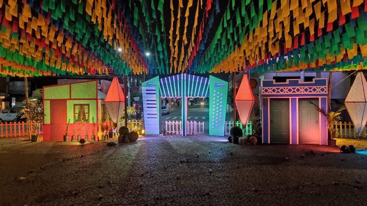 Prefeitura de Eunápolis revive as tradições juninas e valoriza músicos em Vila do Forró 26