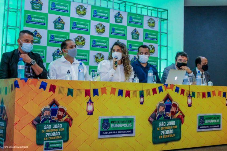 Prefeita Cordélia anuncia durante coletiva de imprensa, a Live São João se Encontra com Pedrão em Eunápolis 26