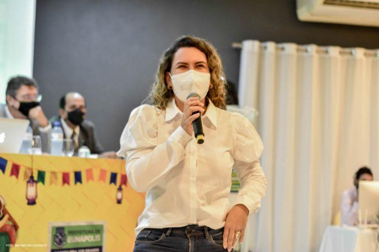 Prefeita Cordélia anuncia durante coletiva de imprensa, a Live São João se Encontra com Pedrão em Eunápolis 27
