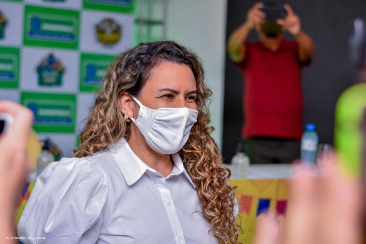 Prefeita Cordélia anuncia durante coletiva de imprensa, a Live São João se Encontra com Pedrão em Eunápolis 30