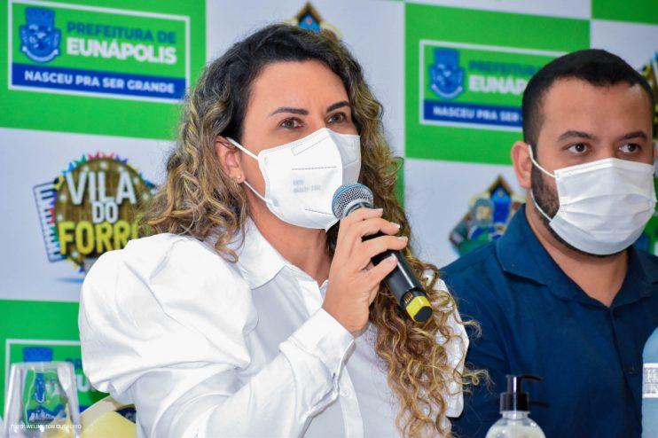 Prefeita Cordélia anuncia durante coletiva de imprensa, a Live São João se Encontra com Pedrão em Eunápolis 29