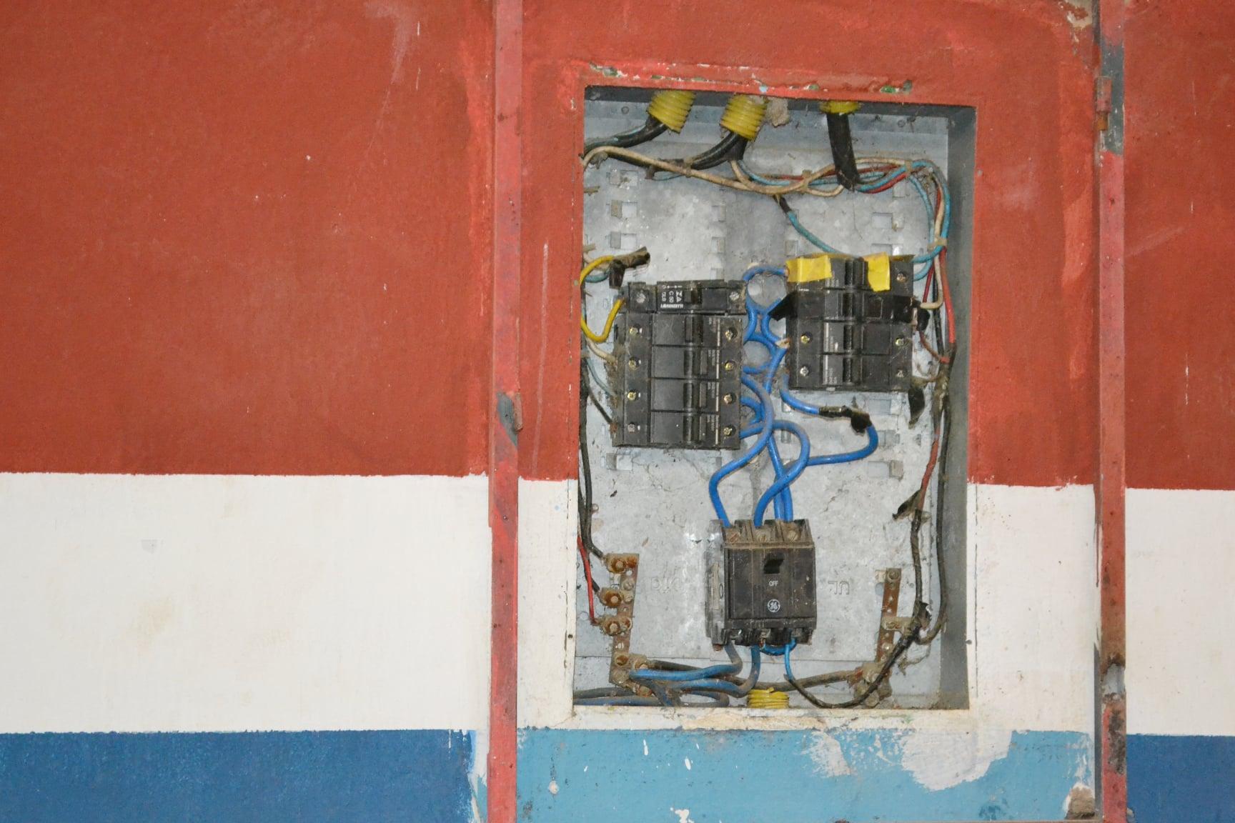 Ginásio de Guaratinga é interditado por corrosão na estrutura metálica 32