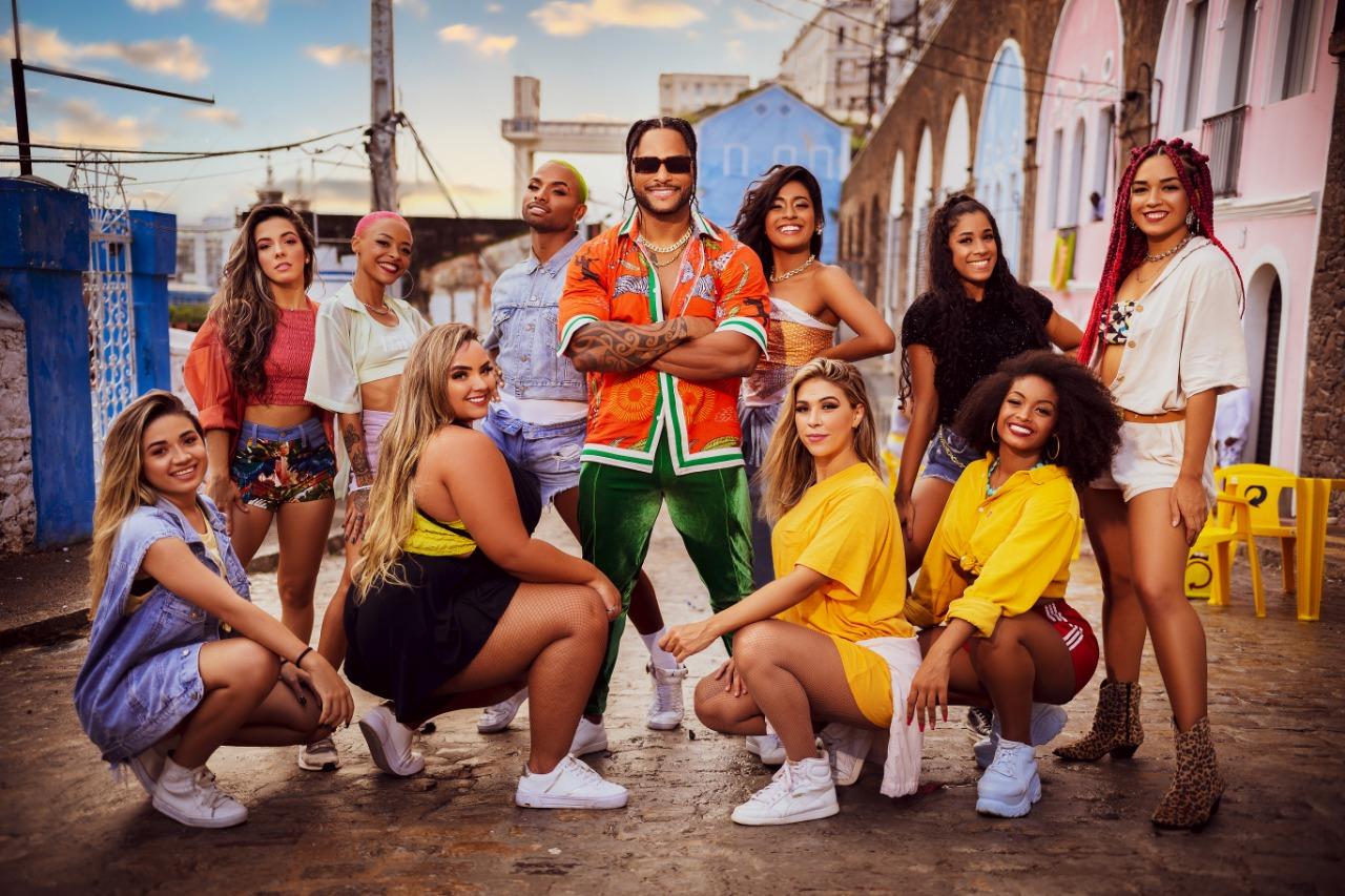 Parangolé lança clipe com medley de grandes sucessos do seu último EP 24
