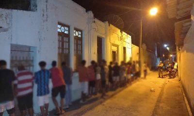 Polícia Militar acaba com festa clandestina no Centro de Belmonte. 33