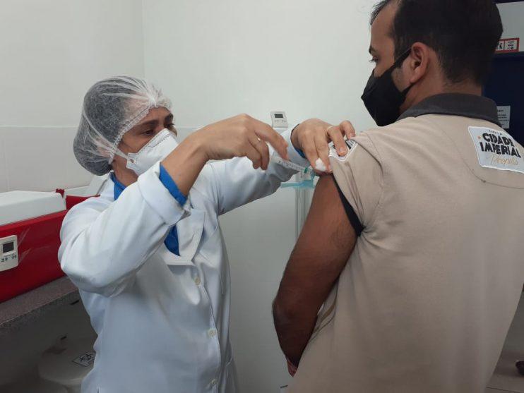 Secretaria de Saúde de Eunápolis imuniza cerca de 4.500 pessoas contra a gripe em único dia 21