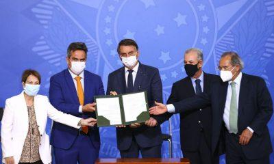 Bolsonaro assina MP que autoriza venda direta de etanol 30