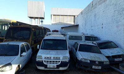 Eunápolis: Ex-gestão deixa cemitério de veículos sucateados no município; só ambulâncias são oito 13