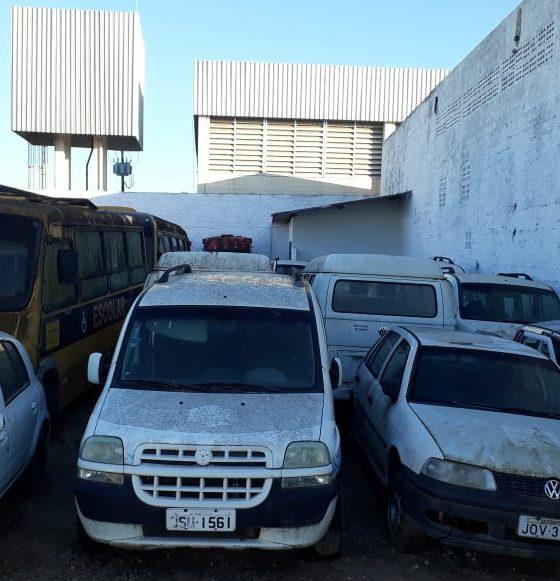 Eunápolis: Ex-gestão deixa cemitério de veículos sucateados no município; só ambulâncias são oito 16