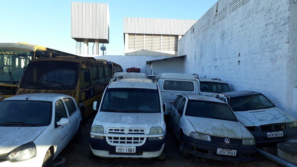 Eunápolis: Ex-gestão deixa cemitério de veículos sucateados no município; só ambulâncias são oito 24