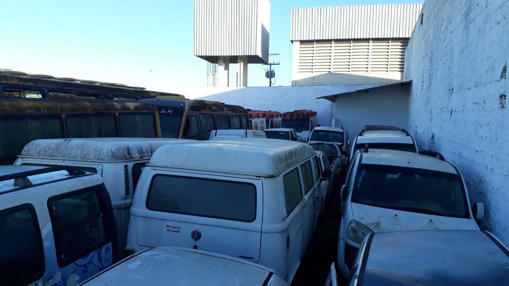 Eunápolis: Ex-gestão deixa cemitério de veículos sucateados no município; só ambulâncias são oito 25