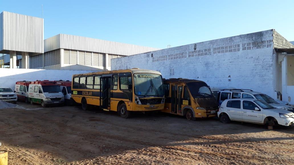 Eunápolis: Ex-gestão deixa cemitério de veículos sucateados no município; só ambulâncias são oito 26