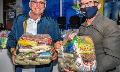 Prefeitura faz nova entrega de cestas básicas para famílias de músicos de Porto Seguro. 35