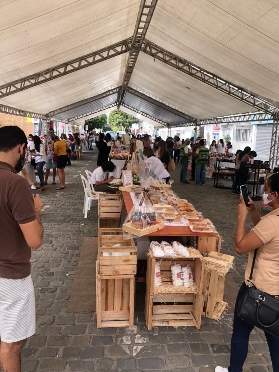 Feira de Artesanato supera expectativa de vendas no município de Eunápolis 23