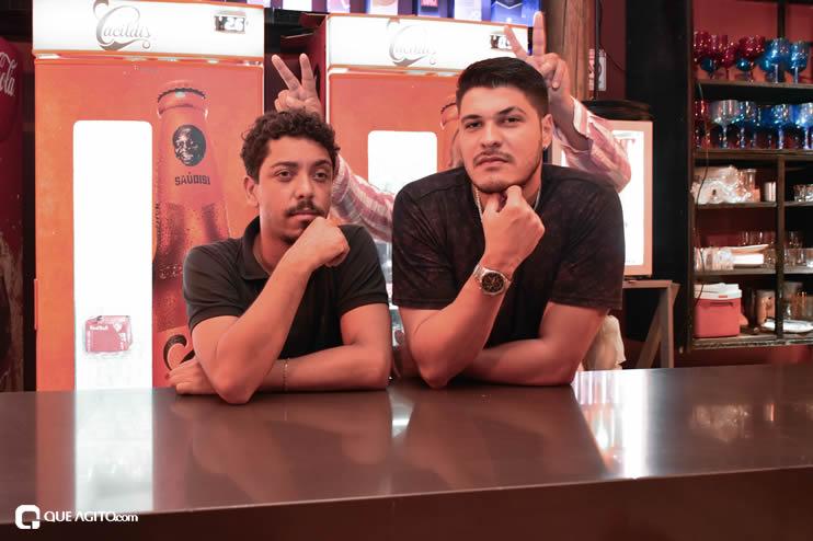 Público vai ao delírio com apresentação da dupla André Lima e Rafael na Hot 31