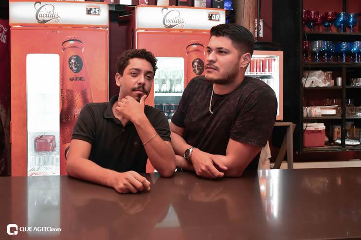 Público vai ao delírio com apresentação da dupla André Lima e Rafael na Hot 27