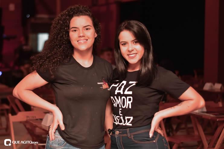 Público vai ao delírio com apresentação da dupla André Lima e Rafael na Hot 30