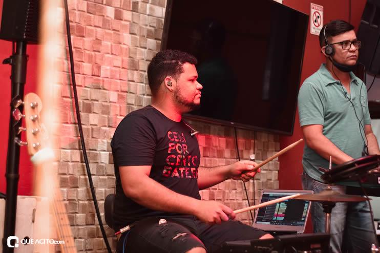 Público vai ao delírio com apresentação da dupla André Lima e Rafael na Hot 32