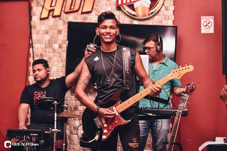 Público vai ao delírio com apresentação da dupla André Lima e Rafael na Hot 42