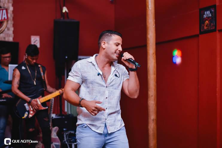 Público vai ao delírio com apresentação da dupla André Lima e Rafael na Hot 38