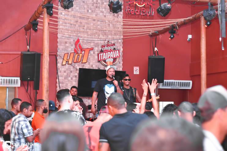 Público vai ao delírio com apresentação da dupla André Lima e Rafael na Hot 55