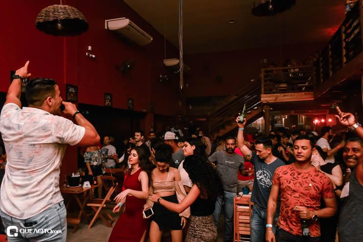 Público vai ao delírio com apresentação da dupla André Lima e Rafael na Hot 61